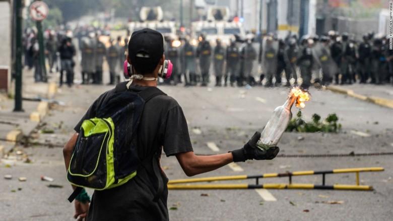 170412184022-01-venezuela-protest-0410-super-169.jpg